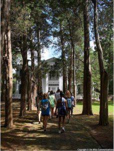 A group of Ole Miss students walking toward the entrance to Rowan Oak